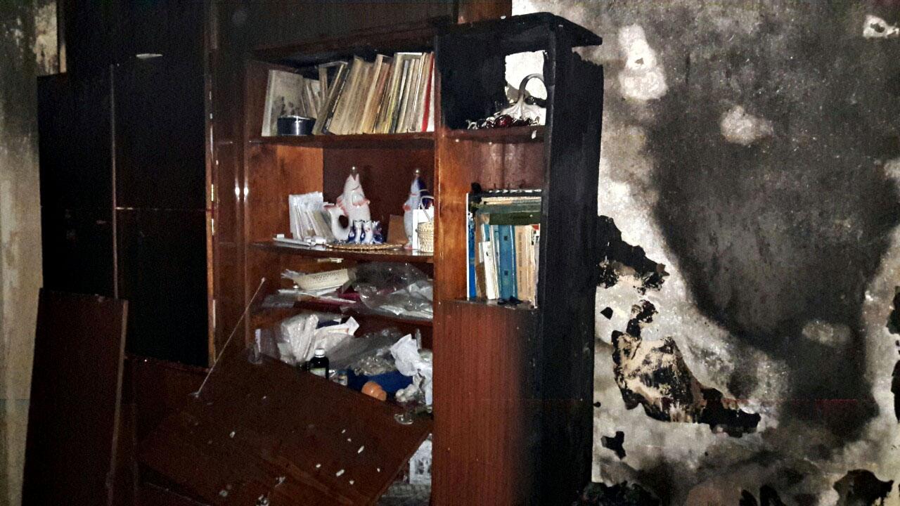 В Ужгороді під час пожежі у квартирі врятували двох людей – літню жінку та її сина. Також евакуювали 15 мешканців багатоповерхівки