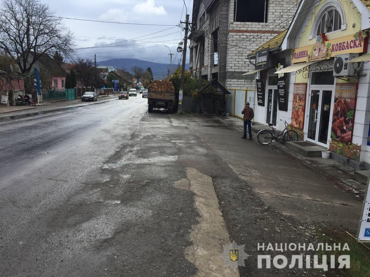 Вночі у Тячеві від жінки вкрали мопед Suzuki, який вона залишила на автобусній зупинці