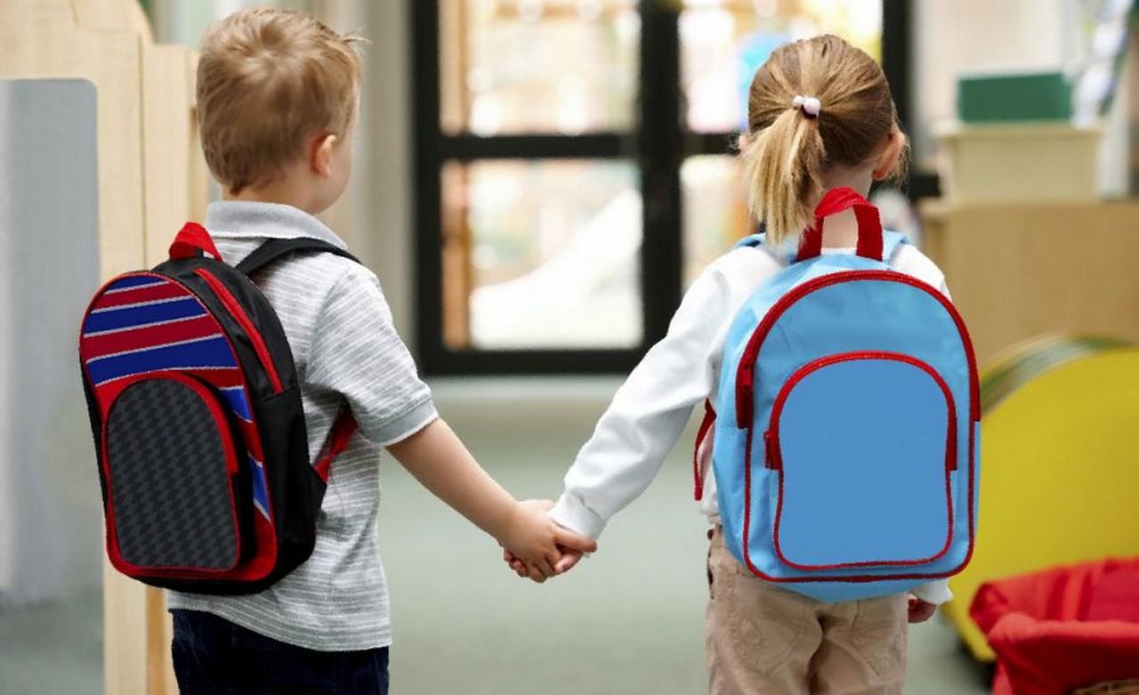 Через навчання у дві зміни у селі Липецька Поляна, що на Хустщині, школярі щодня йдуть 4 кілометри пішки суцільною темрявою