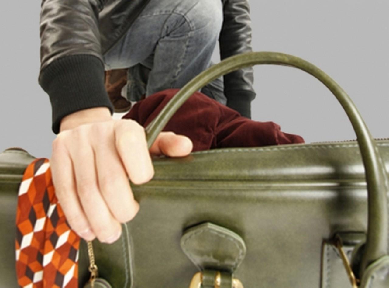 23-річний мешканець села Красна Тячівського району вкрав у 66-річної односельчанки сумку