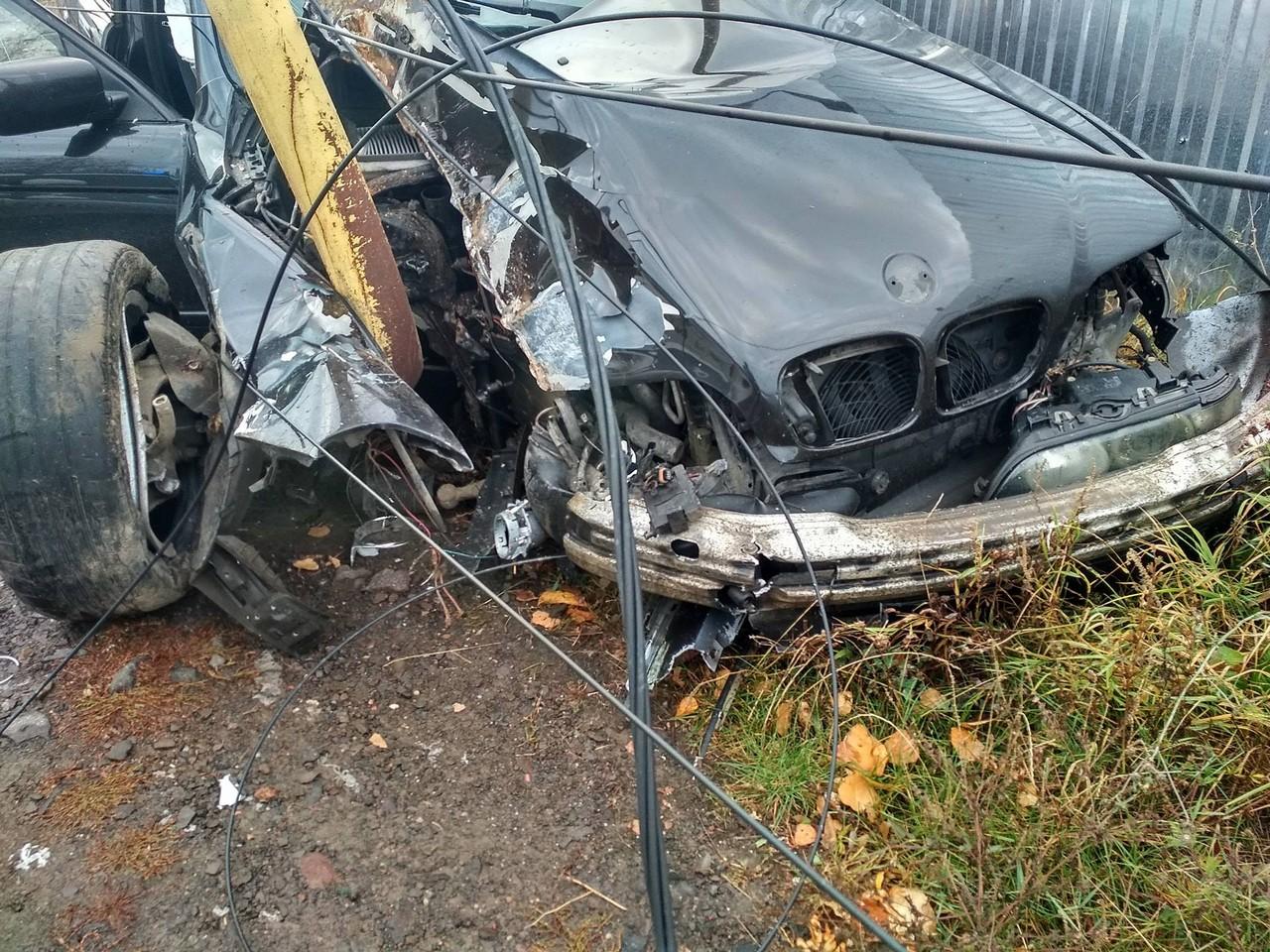 Машина, на якій студенти потрапили в аварію в Ужгороді біля університету, була крадена