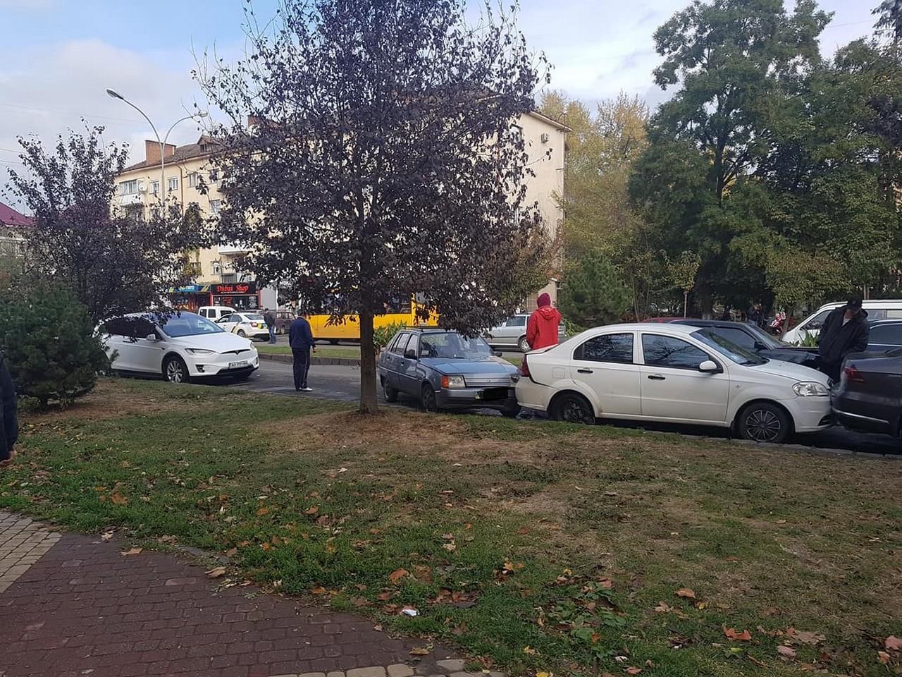 В Ужгороді на проспекті Свободи сьогодні зіткнулося 5 машин
