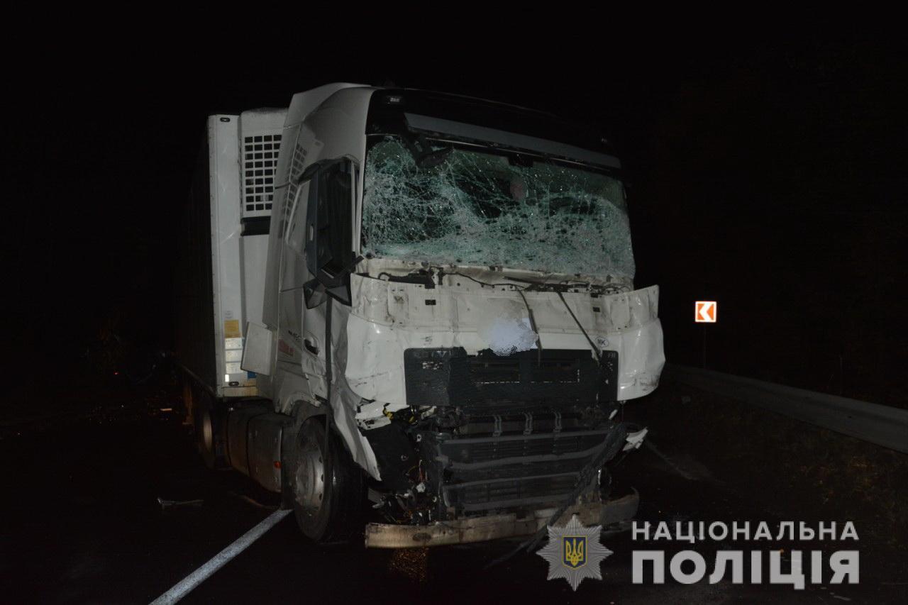 Внаслідок смертельної аварії на трасі Київ-Чоп загинув 18-річний мукачівець і його друг