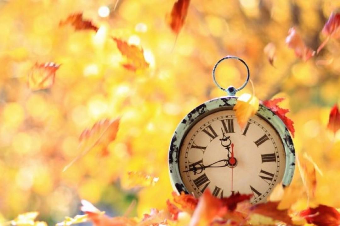 28 жовтня Україна переходить на зимовий час. Годинники треба перевести на годину назад