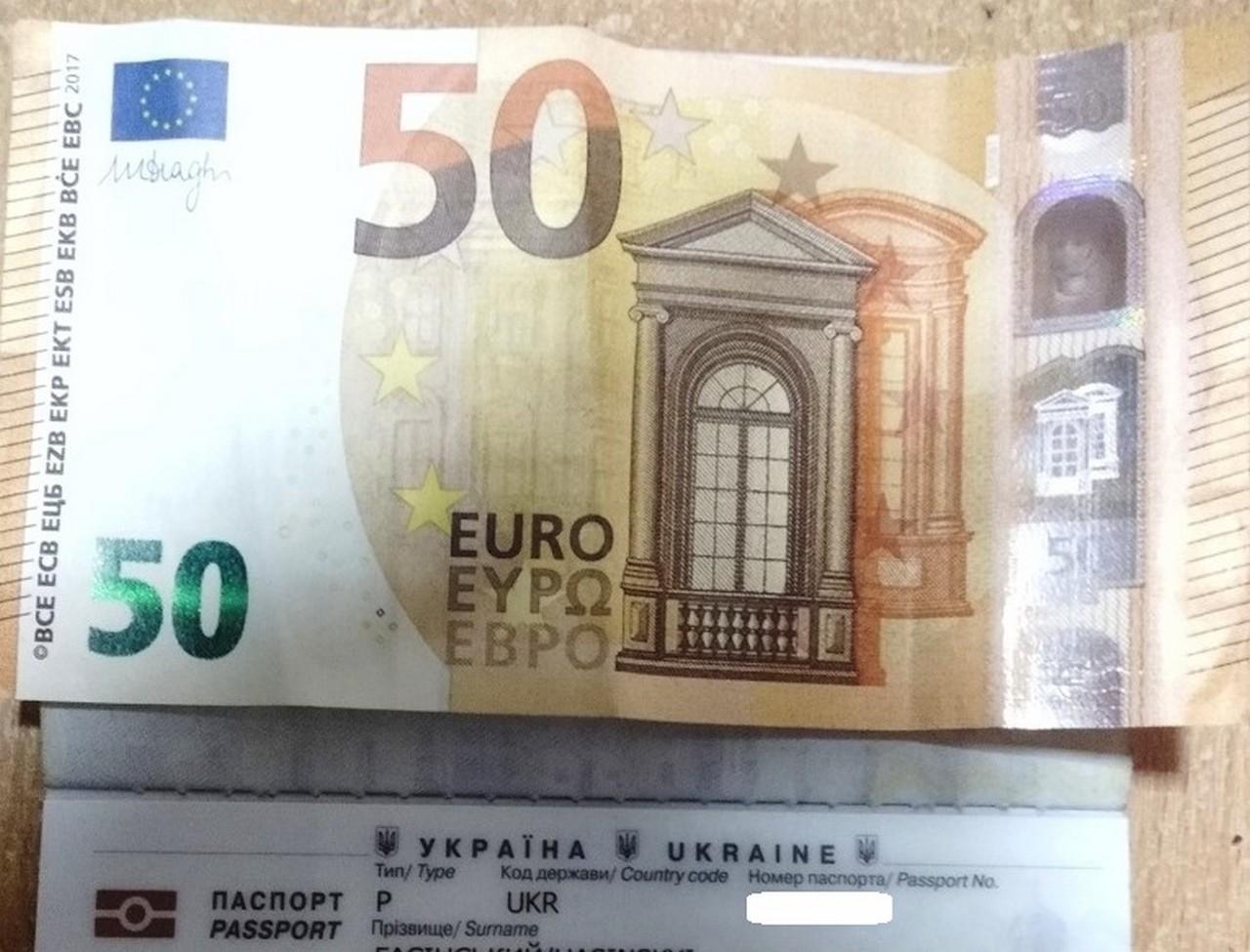 Водій туристичного автобуса, який віз до Італії групу дітей, пропонував прикордонникам 50 євро хабара