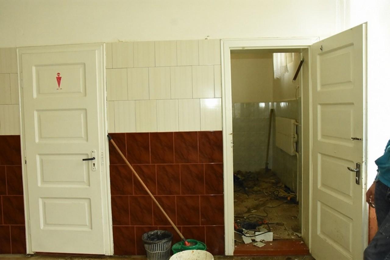 У всіх школах Іршави, що на Закарпатті, ремонтують вбиральні