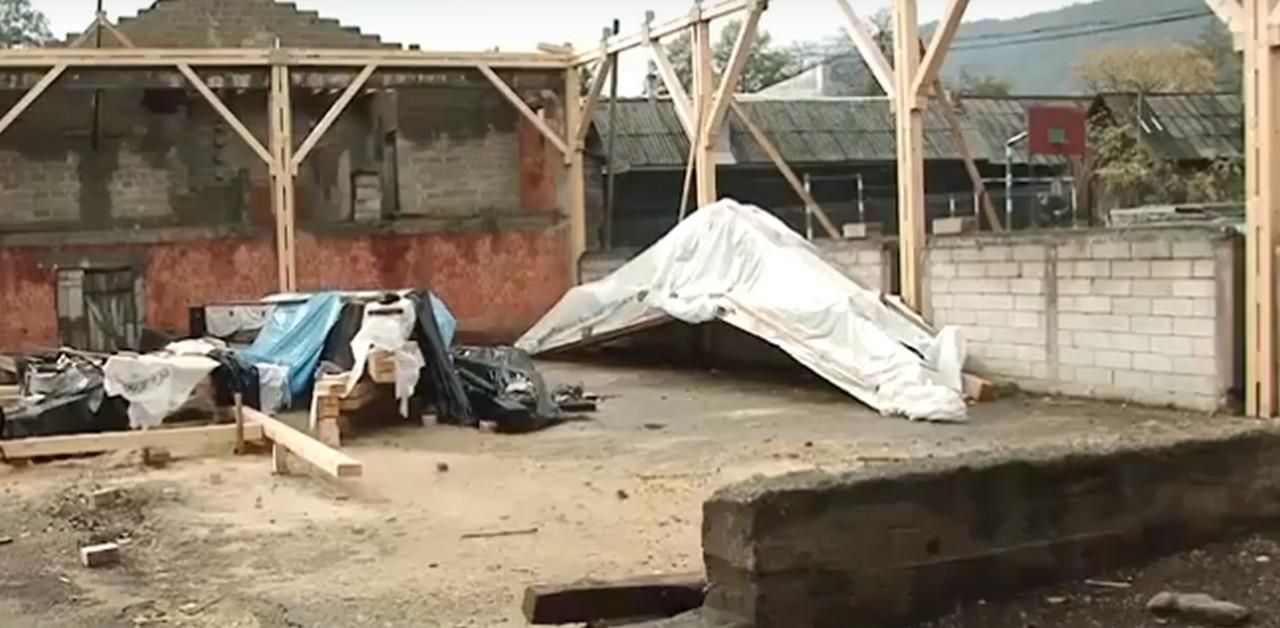 У селі Ділове, що на Рахівщині, можуть не встигнути добудувати спортзал у школі до зими. Нардеп Василь Петьовка направив депутатський запит до Гройсмана
