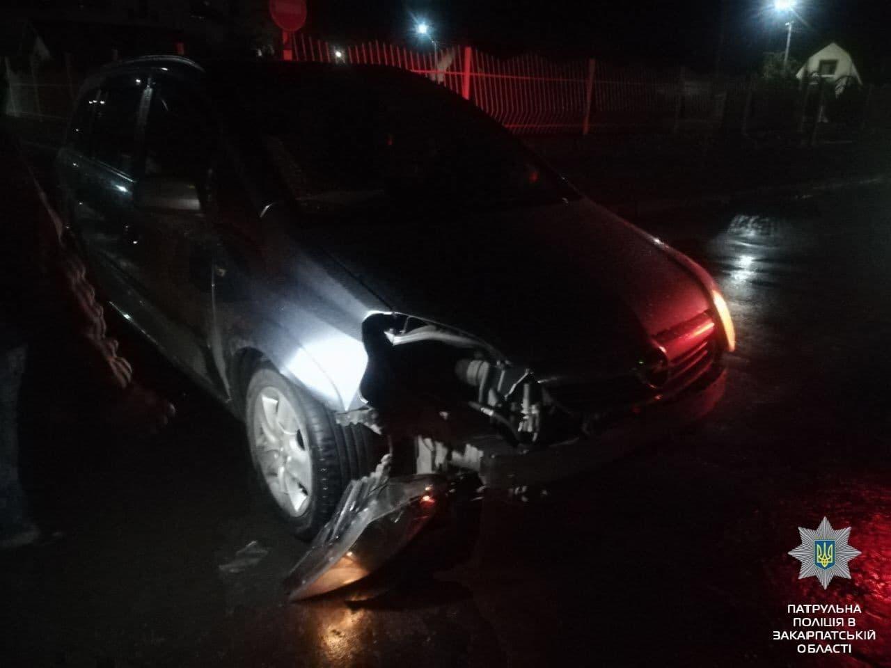 Вчора ввечері у Мукачеві сталася ДТП: зіткнулися Renault Kangoo і Opel Zafira