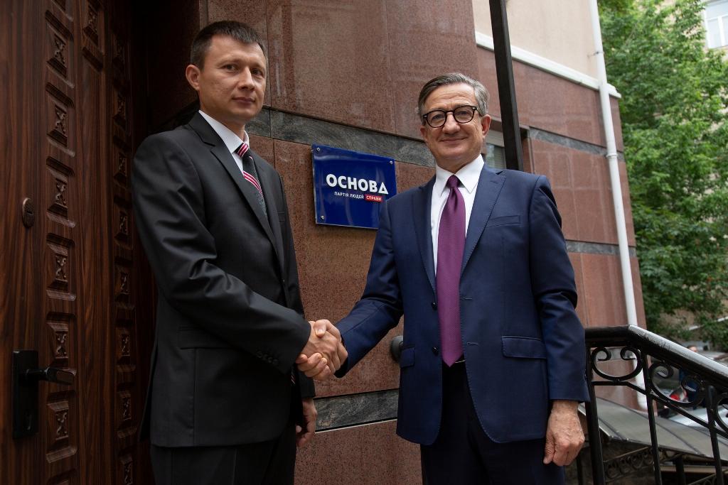 Керівник Закарпатського обласного осередку партії основа Олексій Сапронов розповів про те, як протидіяти корупції
