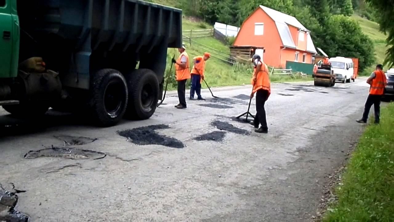 На Міжгірщині при ремонті дороги чиновник у змові привласнив 330 тисяч гривень