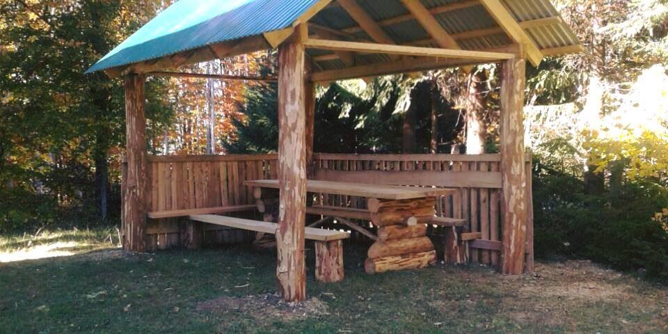 На Іршавщині лісівники встановили альтанку для відпочиваючих