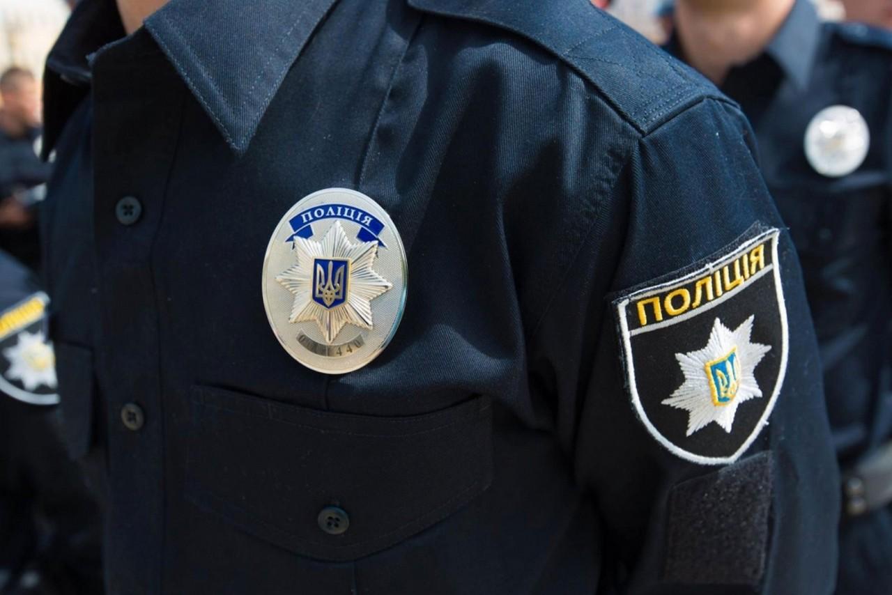 На Хустщині поліцейський вимагав хабар від бабусі за не притягнення її онука до кримінальної відповідальності