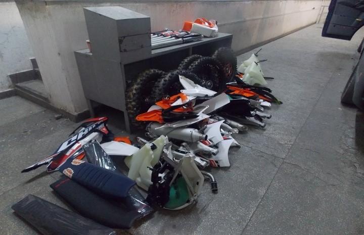 Прикордонники вийвили у мікроавтобусі тайник, в якому були сховані мотоцикли в розобраному вигляді