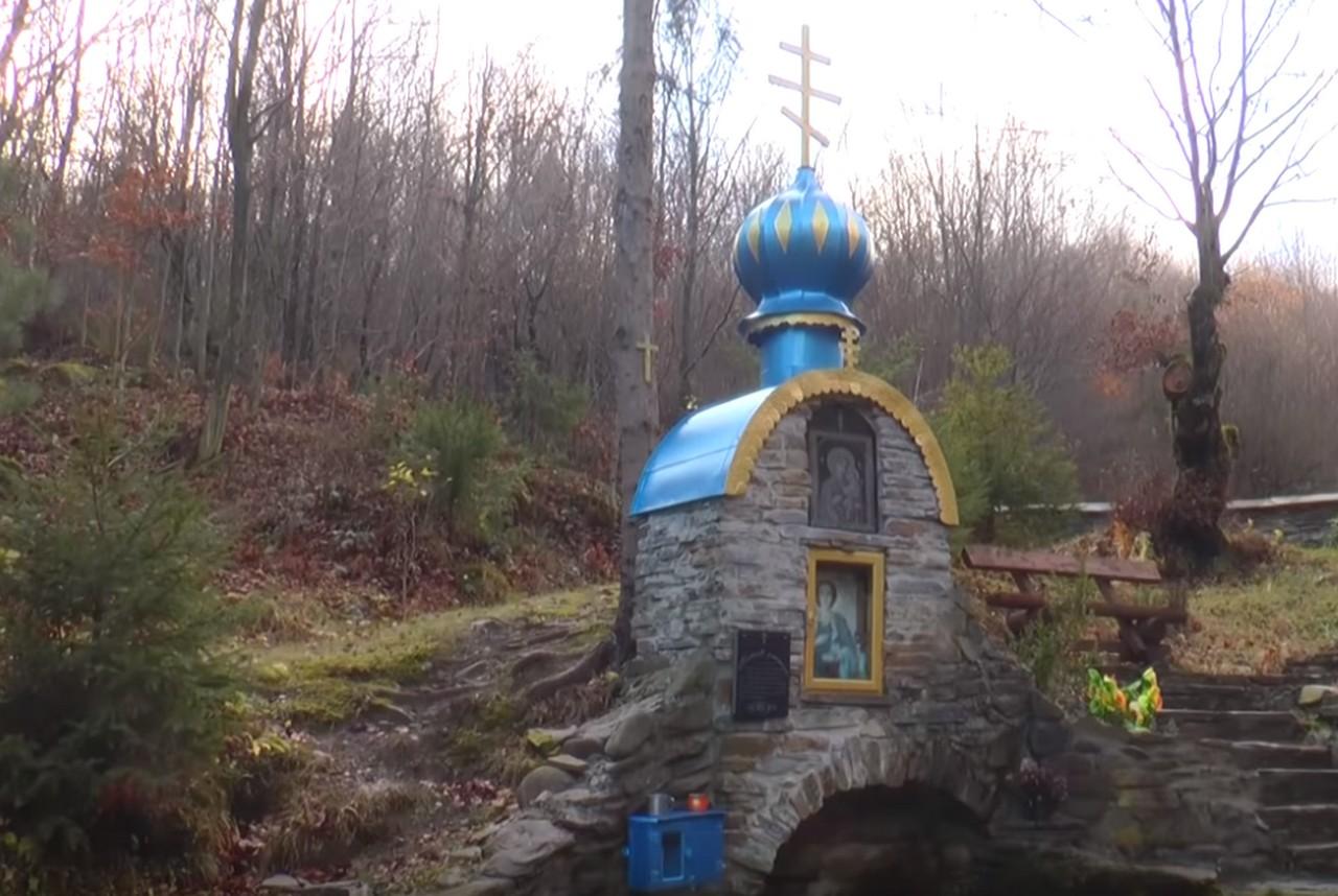 У селі Котельниця, що на Воловеччині, є джерело з цілющою водою