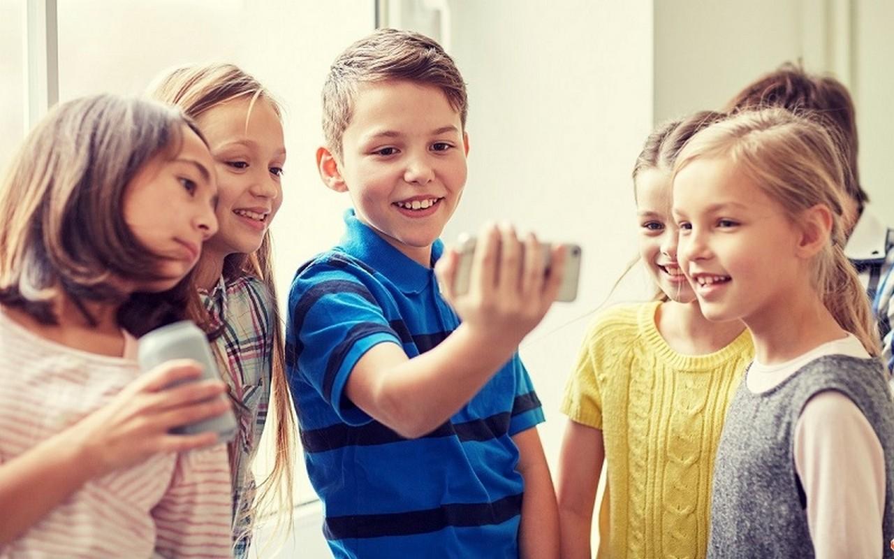 В Ужгороді у школі №3 дітям заборонили користуватися мобільними телефонами