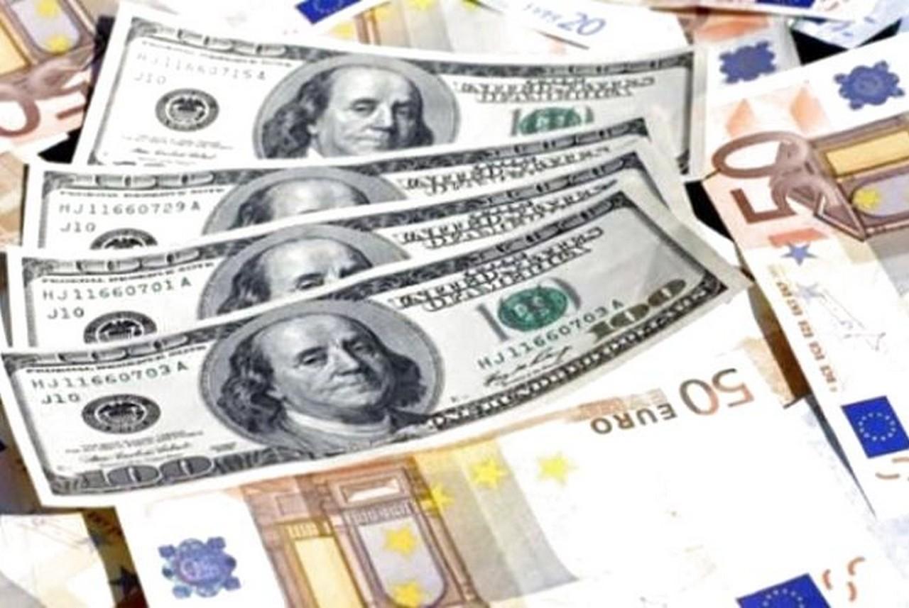 Експерти розповіли, яким буде курс долара та євро до кінця осені