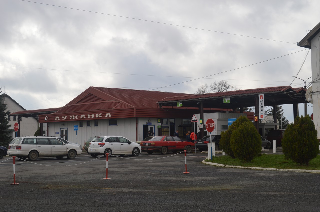 На КПП Лужанка українець пред'явив прикордонникам чужий паспорт
