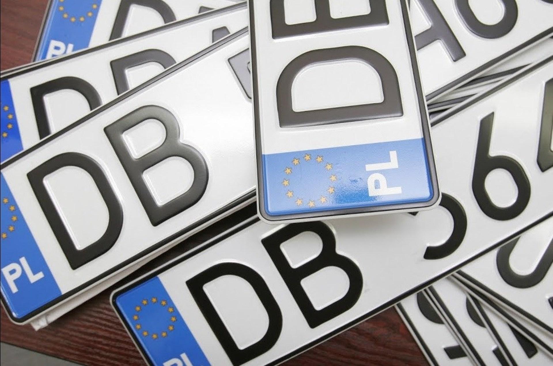 Як ввезти авто на єврономерах та їздити в Україні. Розмитнювати чи не розмитнювати?