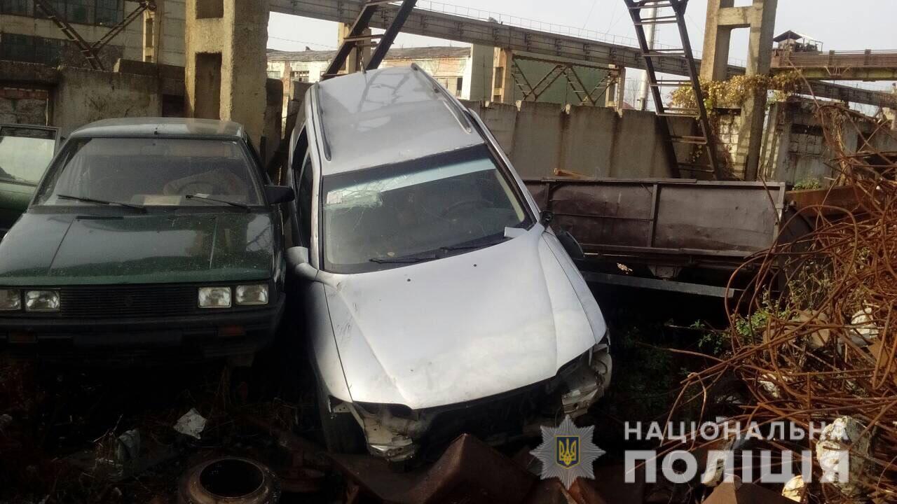 Вночі з огородженої ділянки на вулиці Північна-бічна, що у Мукачеві, викрали автомобіль