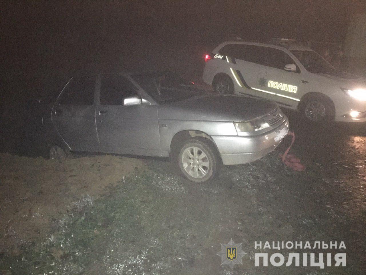 У селі Липовець, що на Хустщині, автомобіль застряг у кюветі. Водій був п'яним
