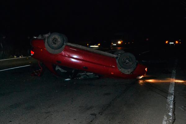 На об'їзній в Ужгороді сталася ДТП: авто перекинулося на дах