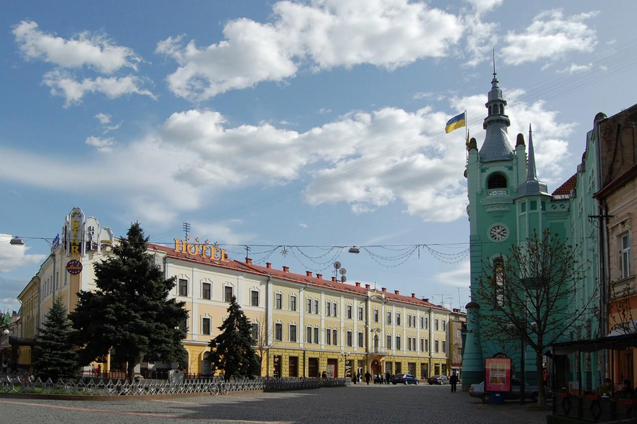 Невдовзі у місті Мукачево, що на Закарпатті, демонтують 16 об'єктів зовнішньої реклами