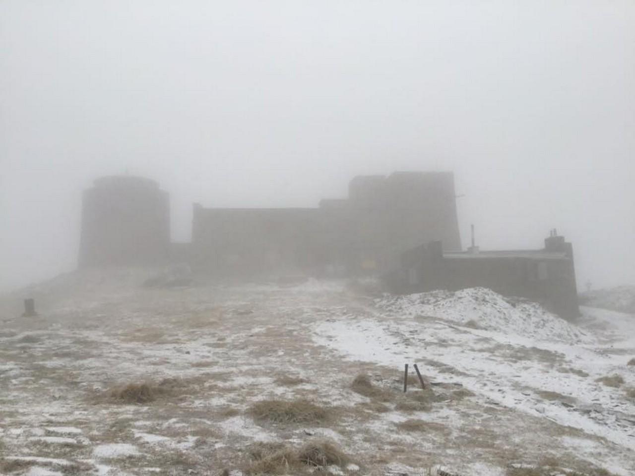 На горі Піп Іван Чорногірський 14 листопада випав невеликий сніг
