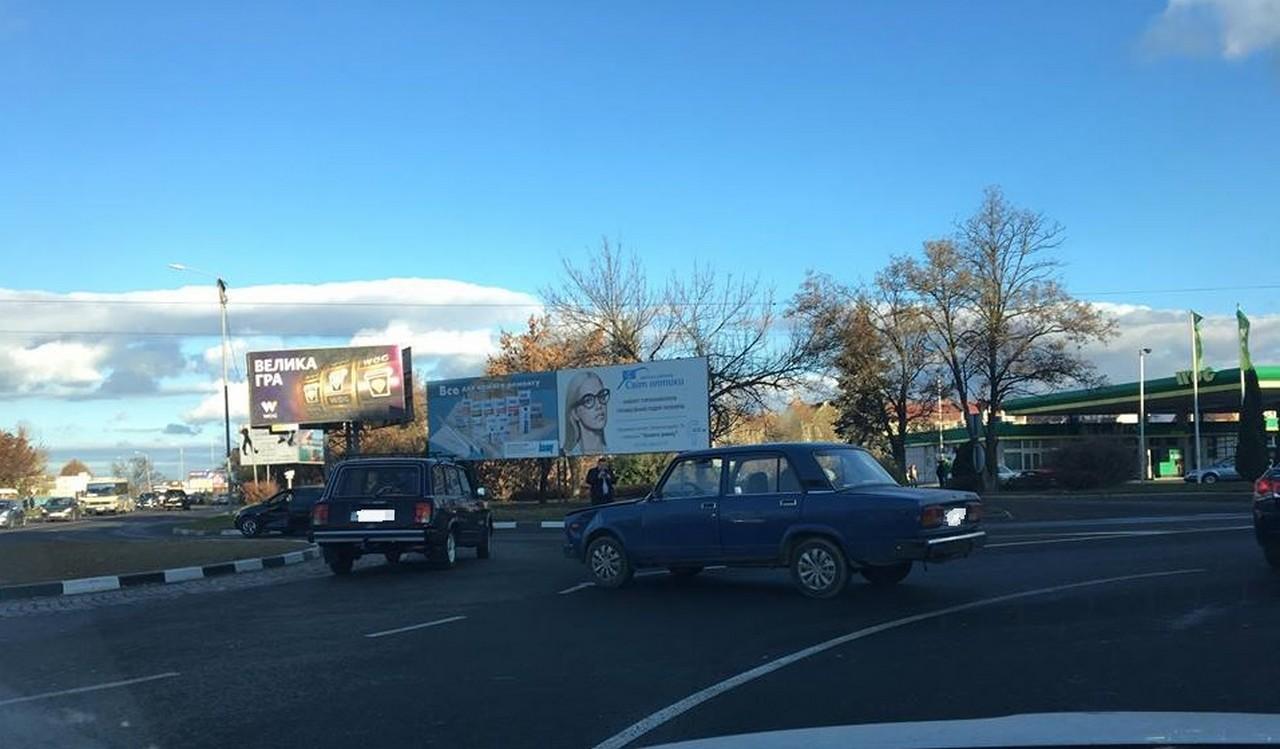 Вранці в Ужгороді на перехресті Капушанської та Легоцького сталася ДТП
