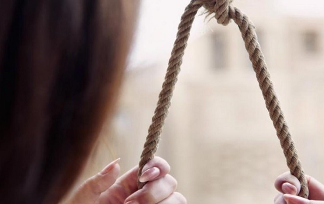 У Хусті 45-річна українка покінчила життя самогубством