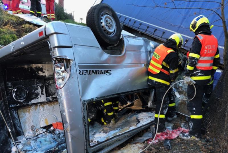 11 листопада внаслідок аварії у Чехії загинуло 4 українців. У 20-річного водія мікроавтобусу залишилася вагітна дружина