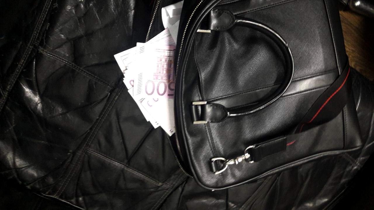 Українець через митний пост Тиса намагався вивезти з країни 25 тисяч євро