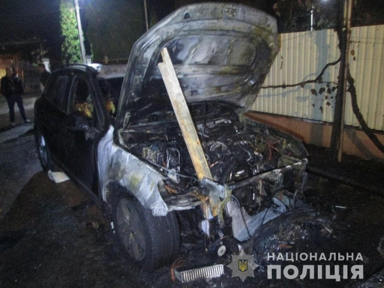 Машини, які підпалили вночі в Ужгороді, належать екс-начальнику УСБУ в Закарпатській області