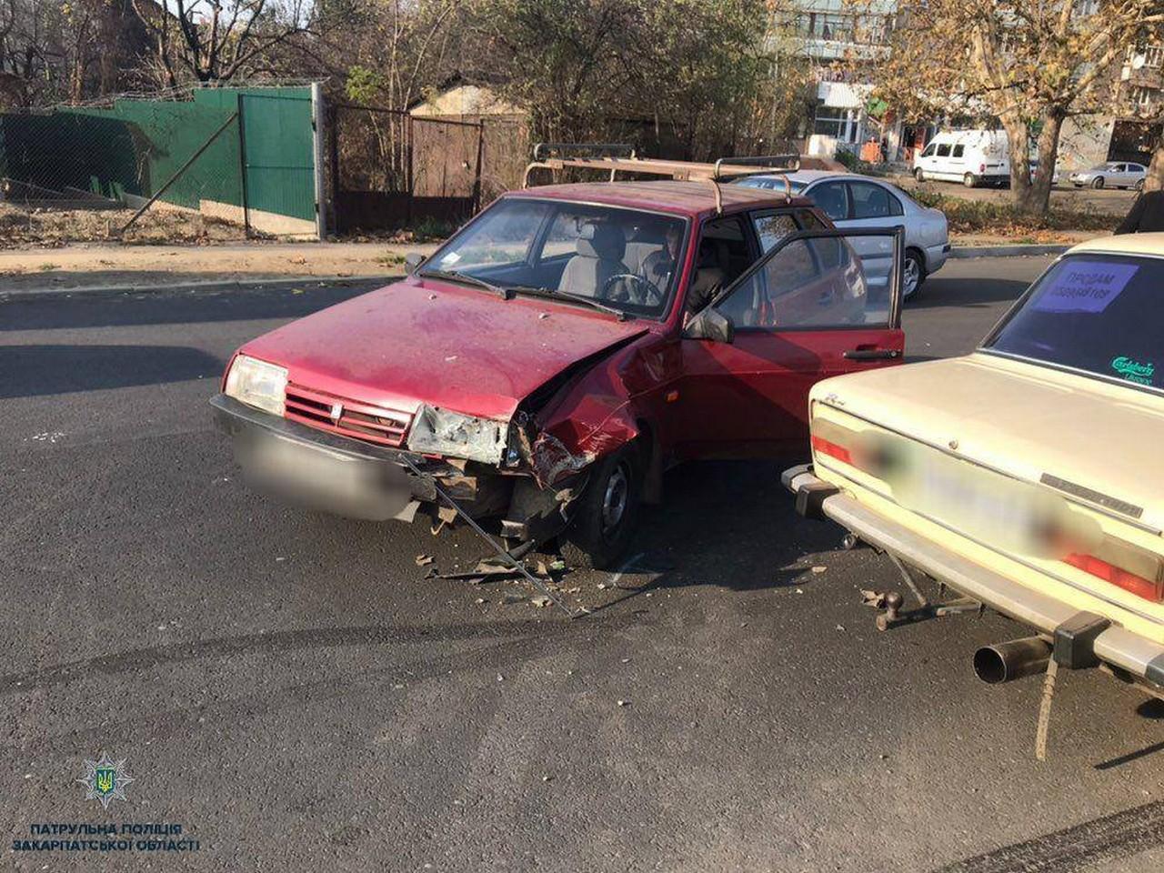 В Ужгороді на вулиці Шумній вчора, 13 листопада, зіткнулися два авто