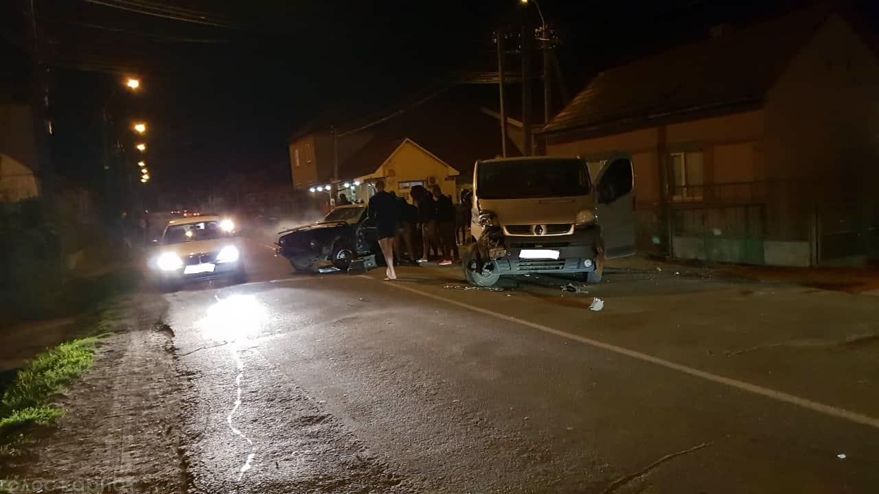 Сьогодні ввечері,14 листопада, у Виноградові зіткнулися легковик і мікроавтобус