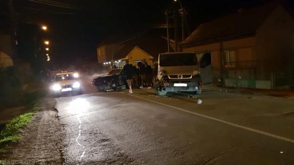 Сьогодні ввечері зіткнулися легковик і мікроавтобус