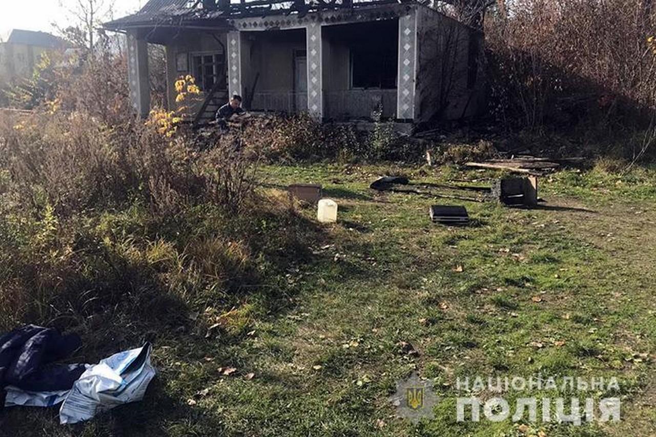 На околиці села Гвіздець, що на Івано-Франківщині, знайшли закривавлене і оголене тіло жінки із Закарпаття