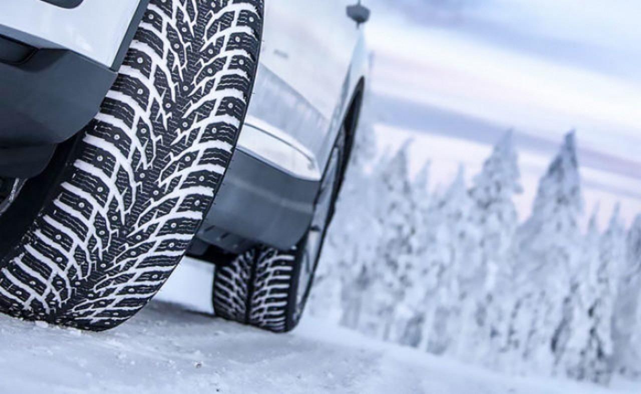 На Закарпатті, щоб перевзути авто на зимові шини, доведеться заплатити близько 7 тисяч гривень