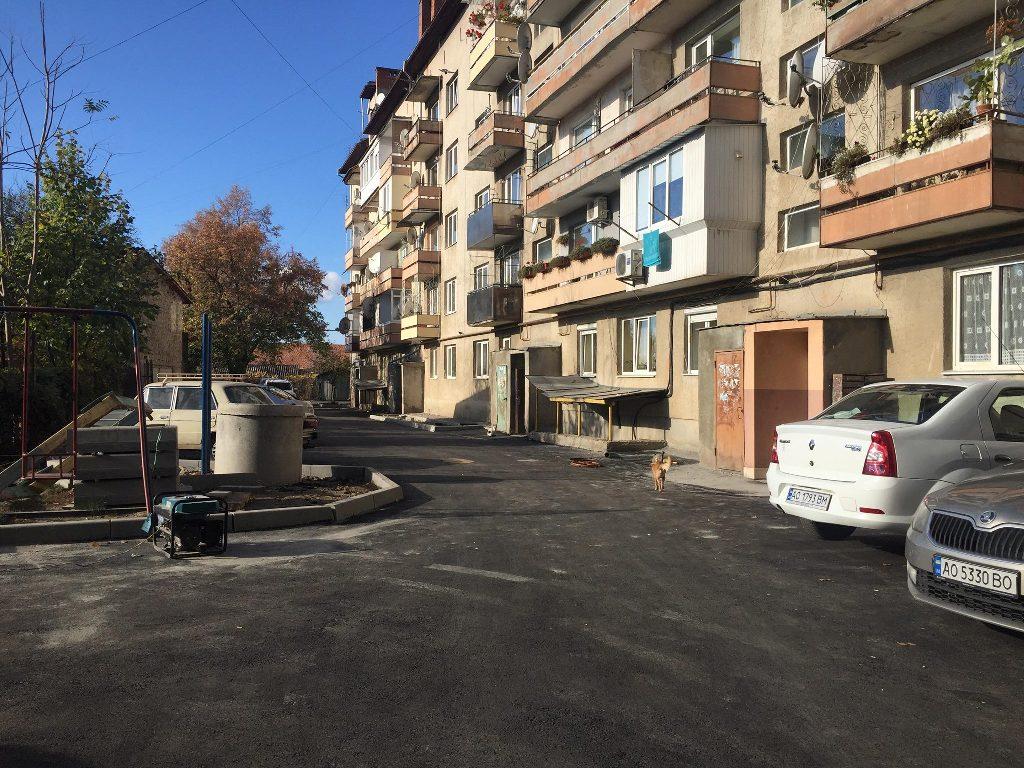 У Мукачеві капітально ремонтують вулицю Карпенка-Карого