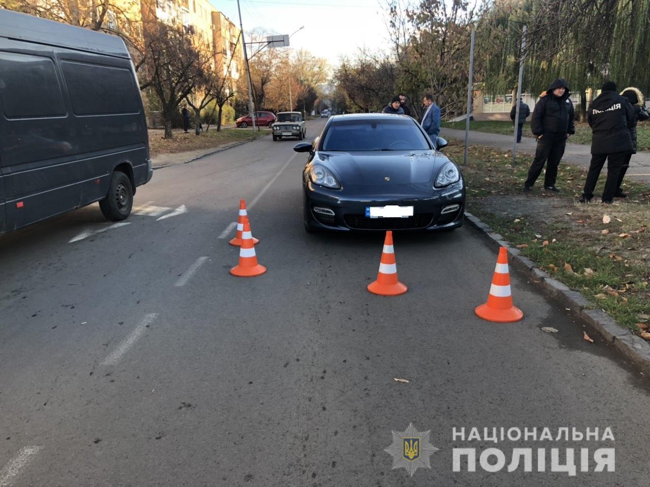 В Ужгороді на вулиці Заньковецької Porsche наїхав на 12-річну дитину