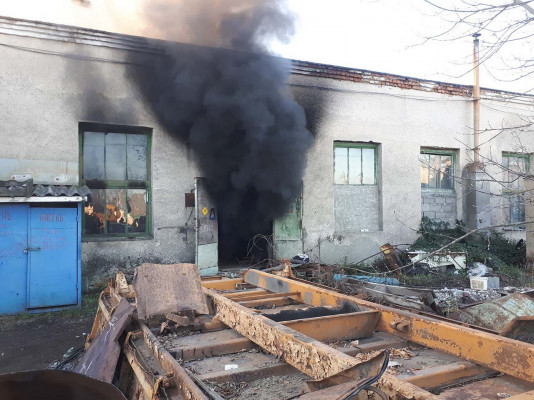 12 рятувальників гасили пожежу на Ужгородщині