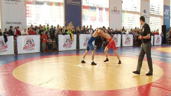У Мукачеві стартував турнір з греко-римської боротьби