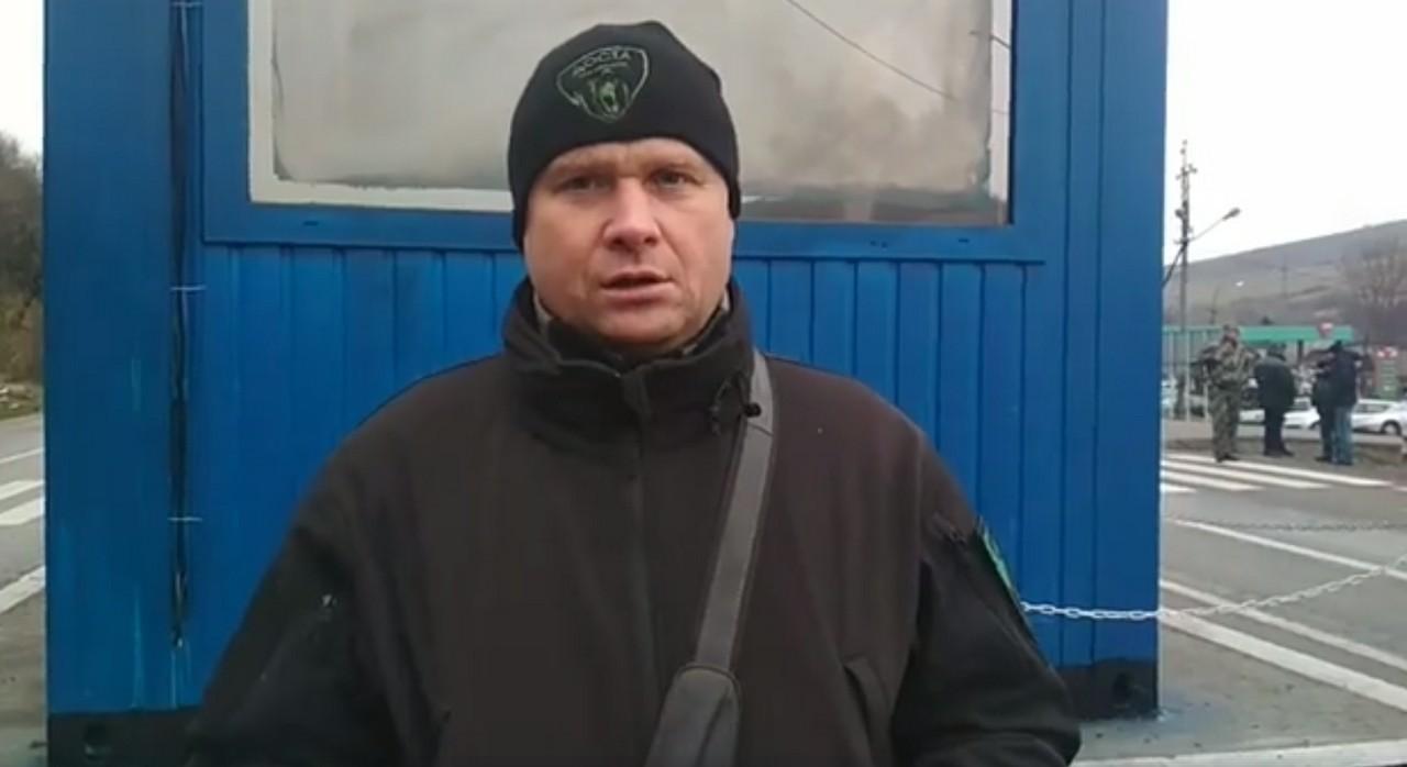 """У Нижніх Воротах, що на Воловеччині, активісти ГО """"Доста Закарпаття"""" проводять акцію"""