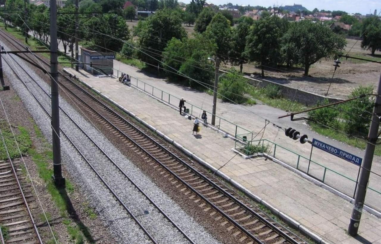 У Мукачеві 63-річний чоловік впав під потяг