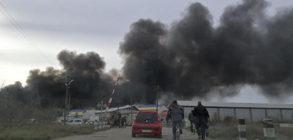 Масштабна пожежа у Виноградові: містяни діляться фотографіями