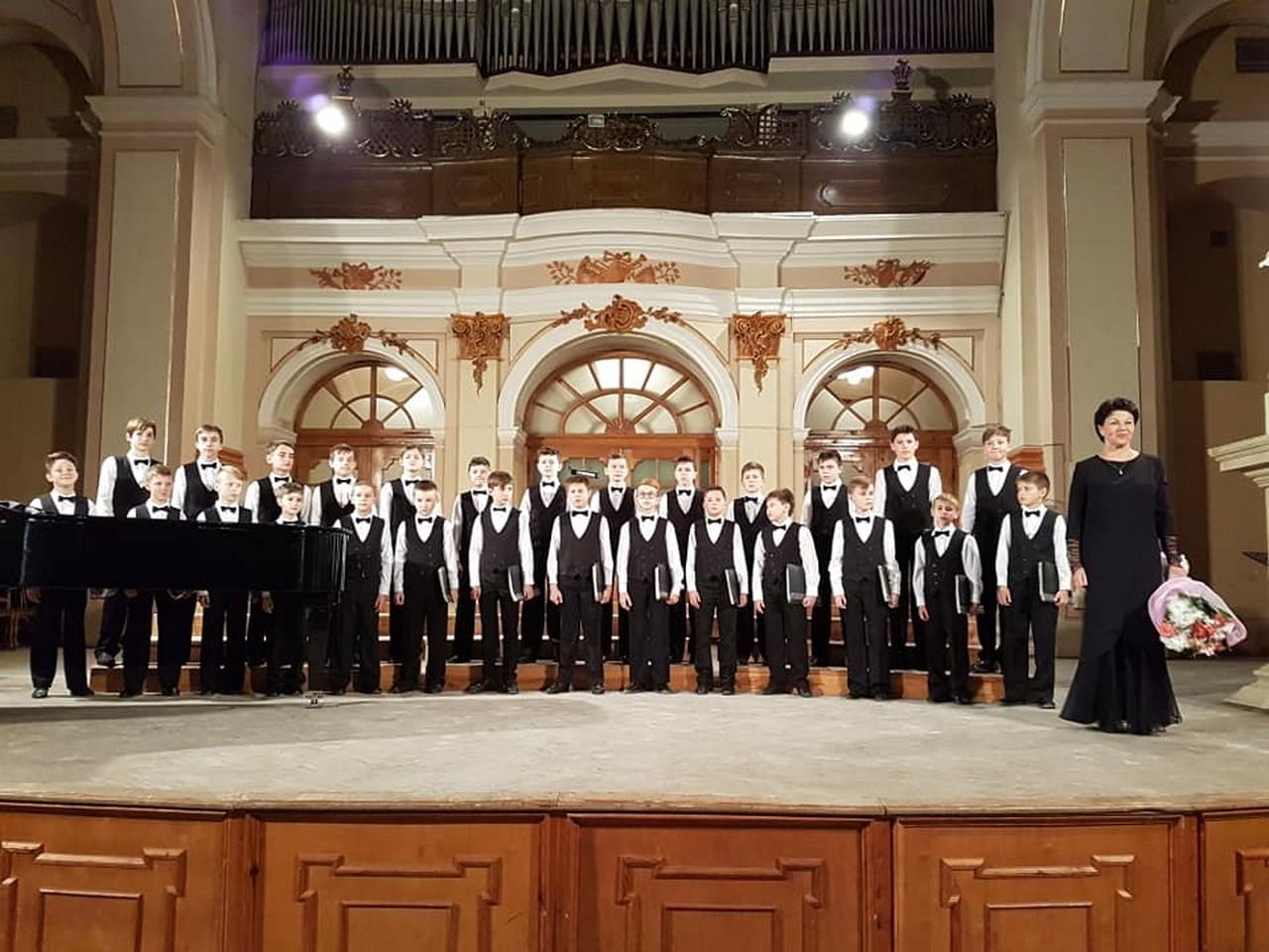 Сьогодні, 20 листопада, хор хлопчиків та юнаків Мукачівської хорової школи виступатиме в обласному центрі
