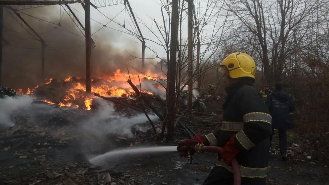 Журналісти розповіли, що було на складах, які згоріли у Виноградові