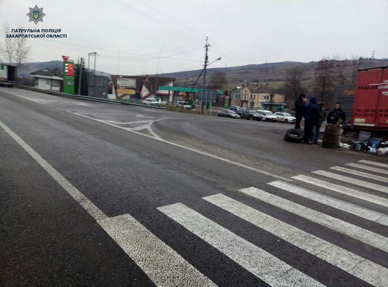 У Нижніх Воротах, що на Закарпатті, розблокували трасу Київ-Чоп: рух відновлено