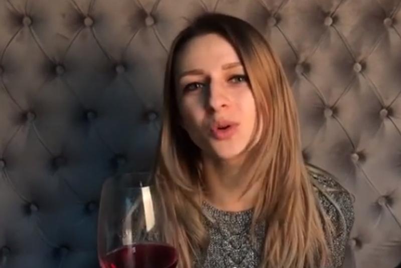 """Відеоблогерка з Ужгорода Крістіна Третяк оприлюднила нове кумедне відео """"Поради закарпатської жони-сомельє"""""""
