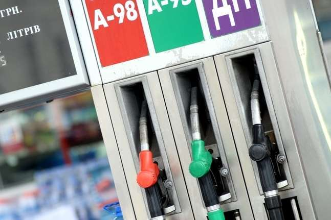 Ціни на бензин знижуються другий тиждень поспіль