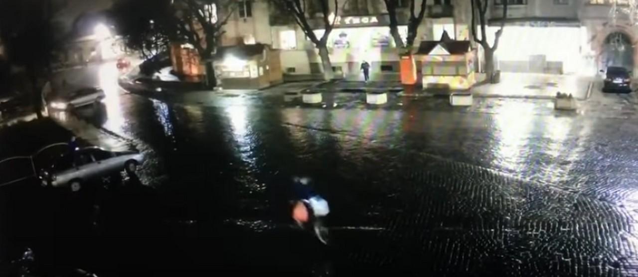 Камери відеоспостереження зафіксували ДТП у Берегові. Мер міста Золтан Бабяк розповів подробиці